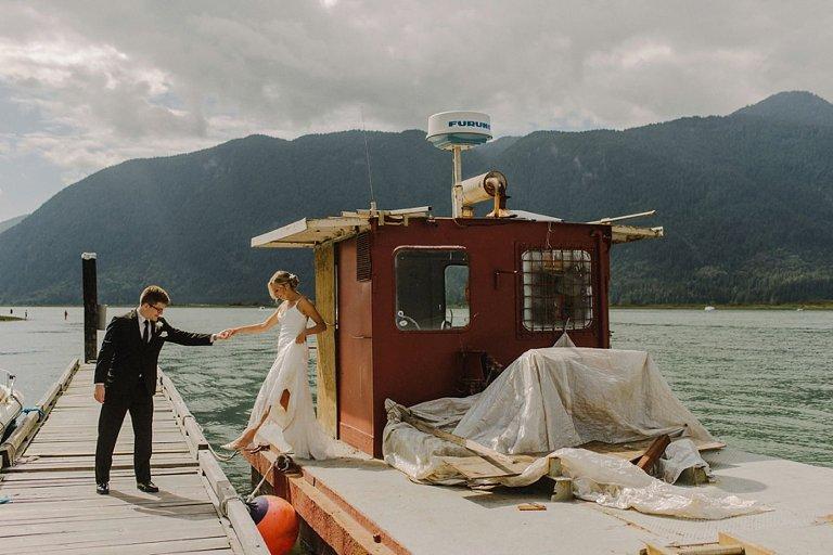 candid pitt lake wedding photos