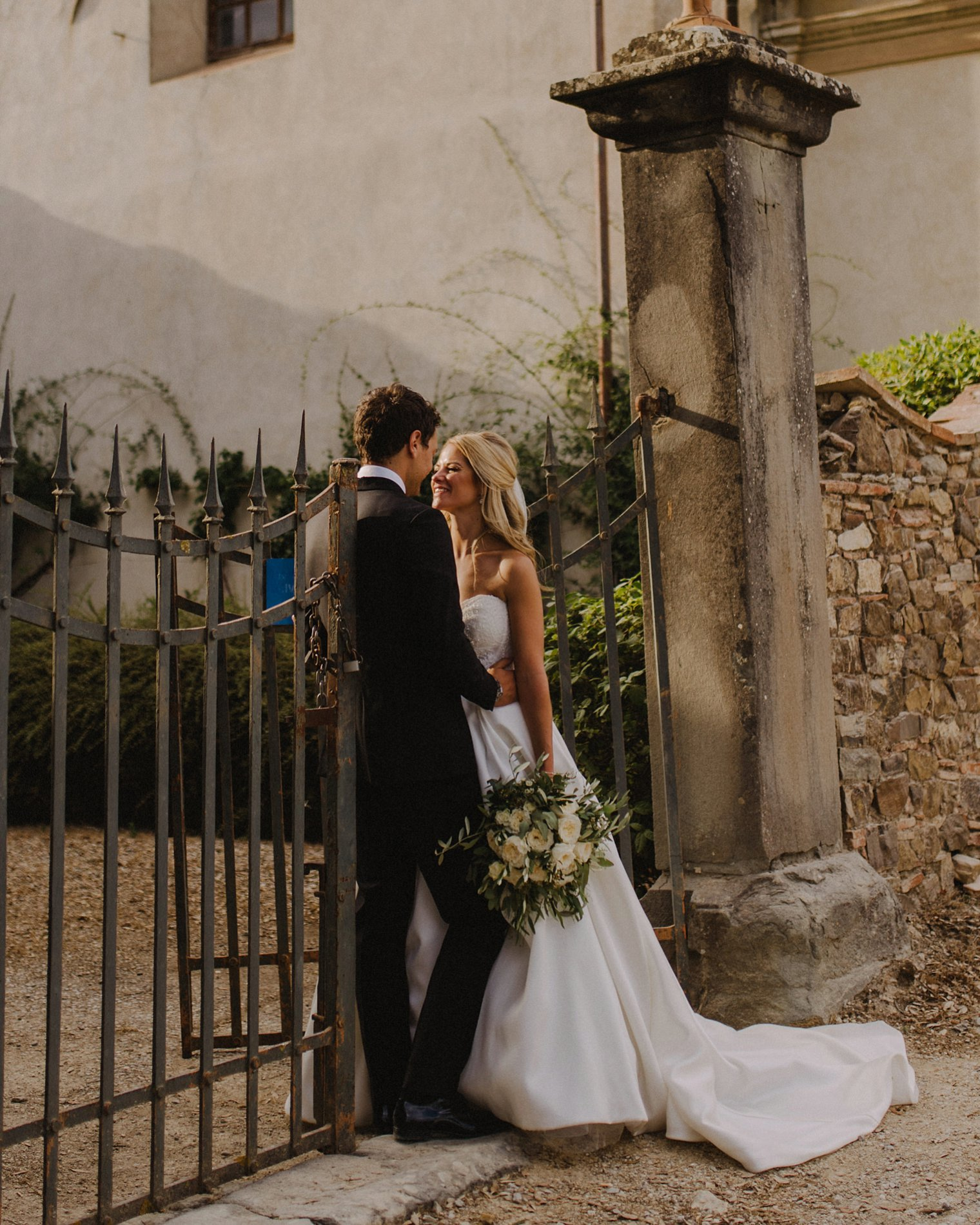 candid tuscany wedding photographer