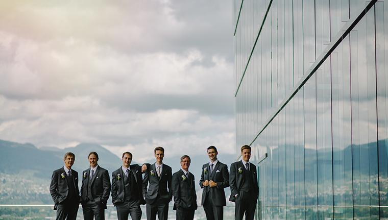 unique groomsmen picture