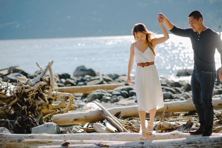 vancouver beach engagement portraits