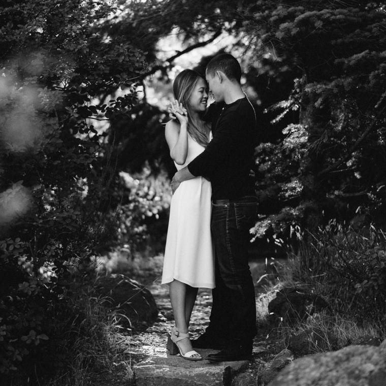 romantic vancouver engagement session
