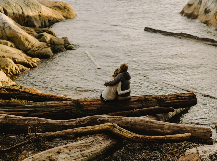engagement photos on vancouver beach