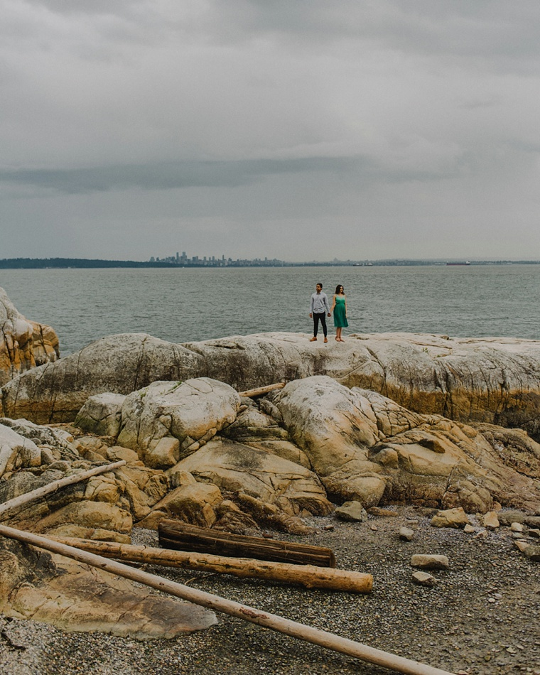 engagement session at lighthouse park