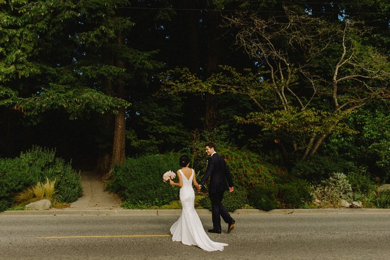 candid stanley park wedding photos