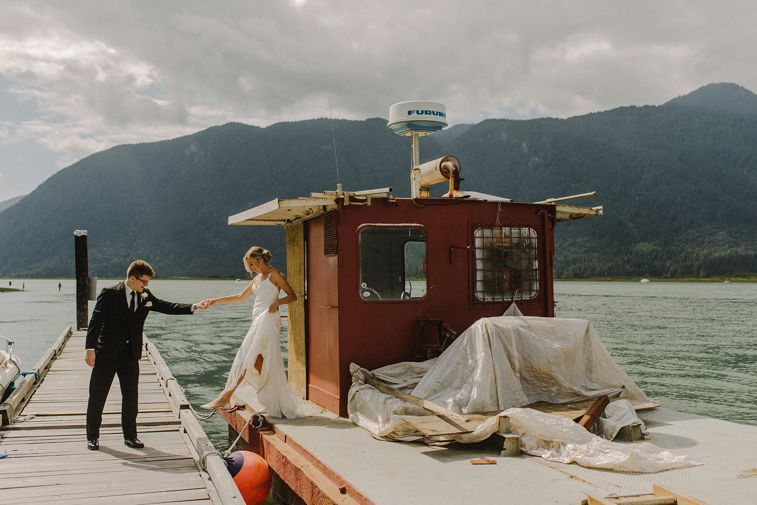 candid pitt lake wedding