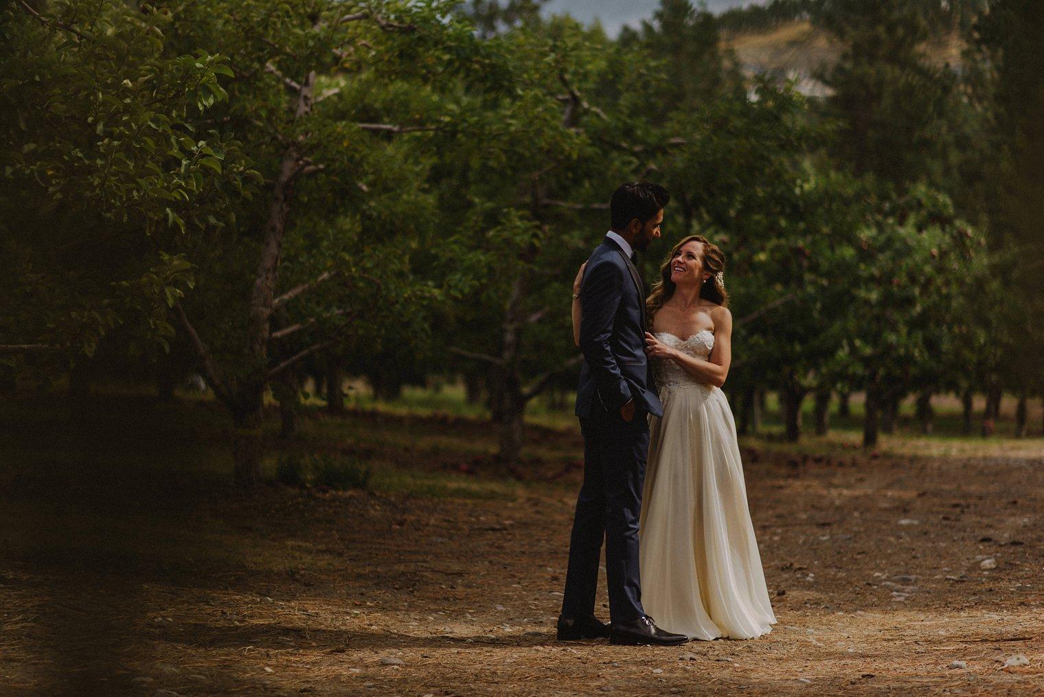 unique orchard wedding photos kelowna