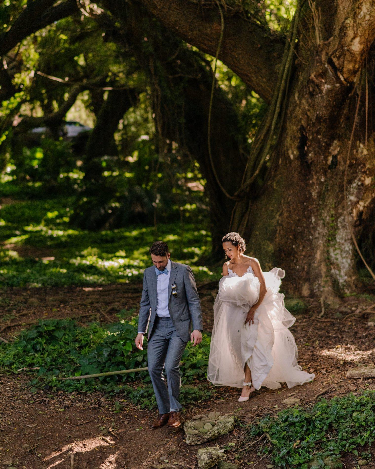candid honolua bay forest wedding photos