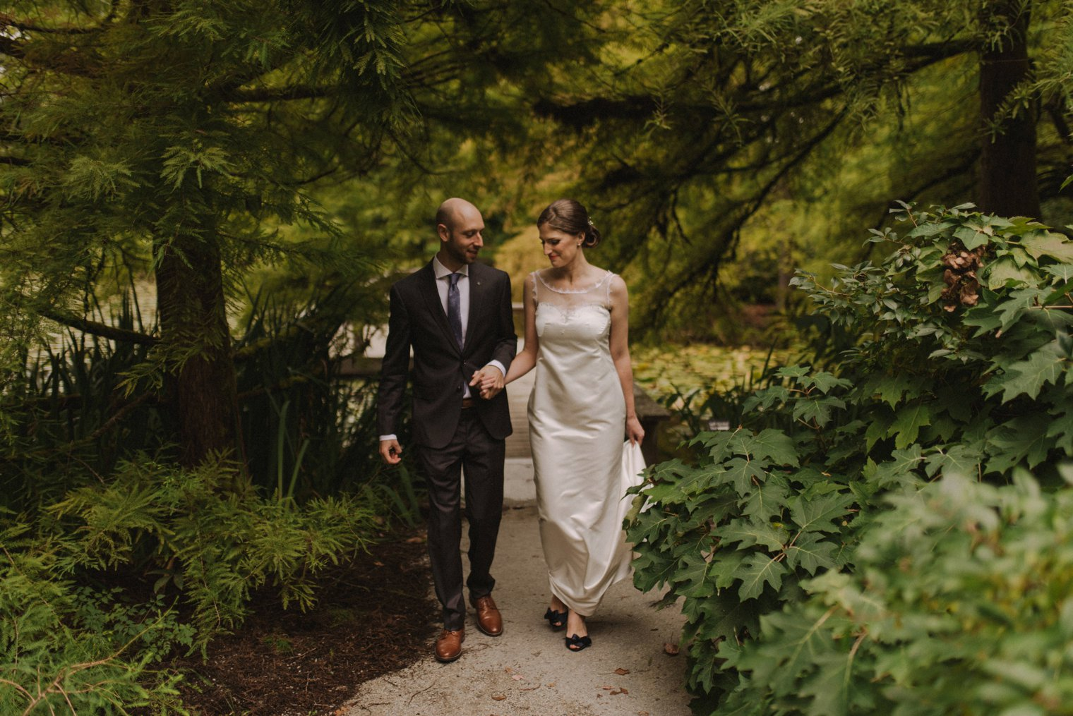 fall wedding photo at vandusen botanical garden in vancouver